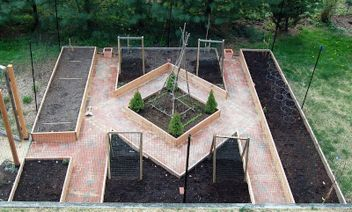 Affordable backyard vegetable garden designs ideas 39