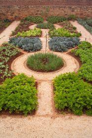 Affordable backyard vegetable garden designs ideas 42