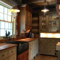 Amazing cream and dark wood kitchens ideas 17