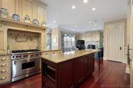 Amazing cream and dark wood kitchens ideas 38