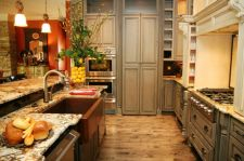 Amazing cream and dark wood kitchens ideas 45