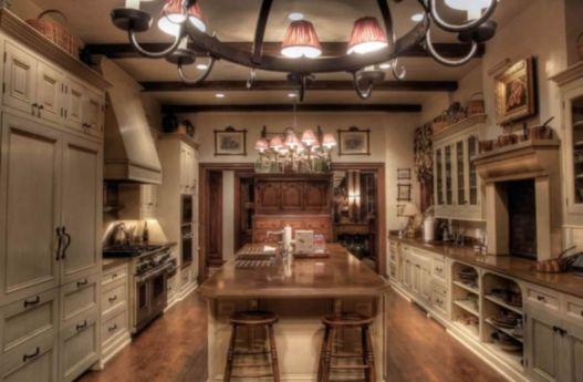 Amazing cream and dark wood kitchens ideas 53
