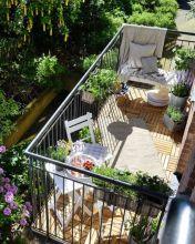 Amazing small balcony garden design ideas 05