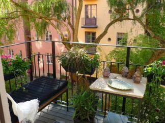 Amazing small balcony garden design ideas 08
