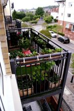 Amazing small balcony garden design ideas 12