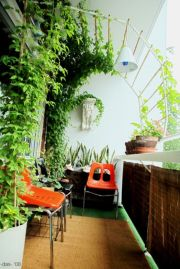 Amazing small balcony garden design ideas 15