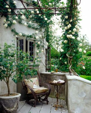 Amazing small balcony garden design ideas 18