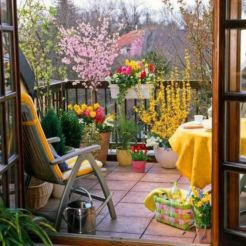 Amazing small balcony garden design ideas 26