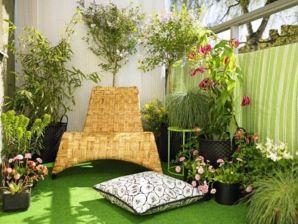 Amazing small balcony garden design ideas 35