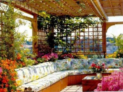 Amazing small balcony garden design ideas 48