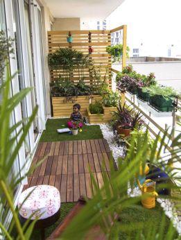 Amazing small balcony garden design ideas 49