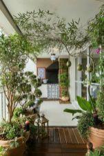 Amazing small balcony garden design ideas 54