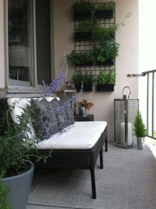 Amazing small balcony garden design ideas 56