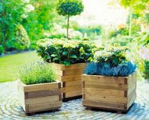 Amazing wooden garden planters ideas you should try 23