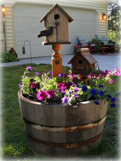 Amazing wooden garden planters ideas you should try 41