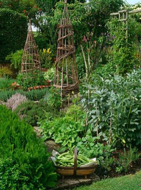 Beautiful french cottage garden design ideas 06