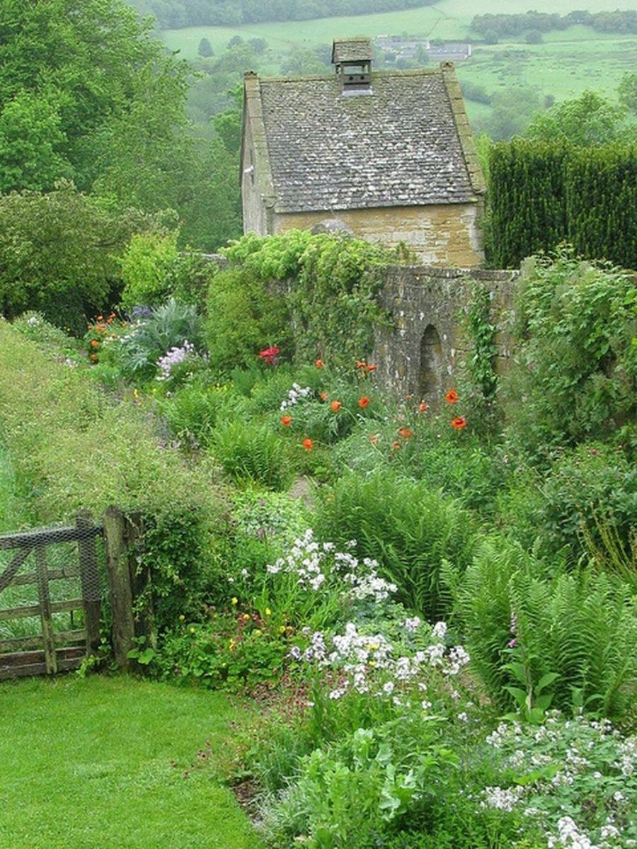 Beautiful french cottage garden design ideas 10