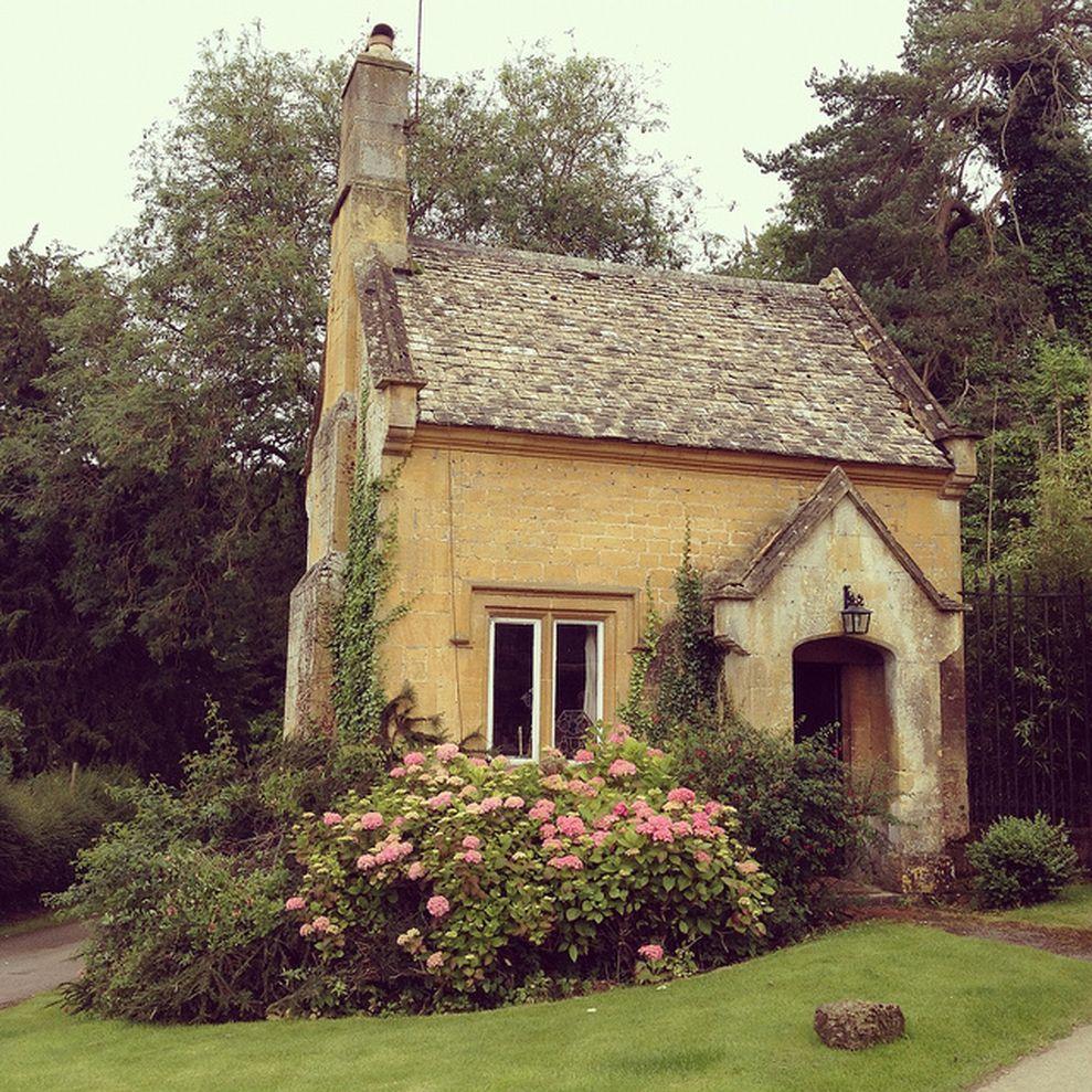 Beautiful french cottage garden design ideas 14