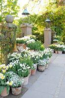 Beautiful french cottage garden design ideas 45