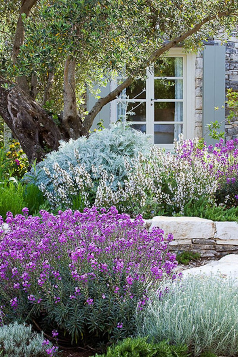 Beautiful french cottage garden design ideas 46