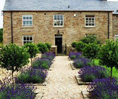 Beautiful french cottage garden design ideas 59