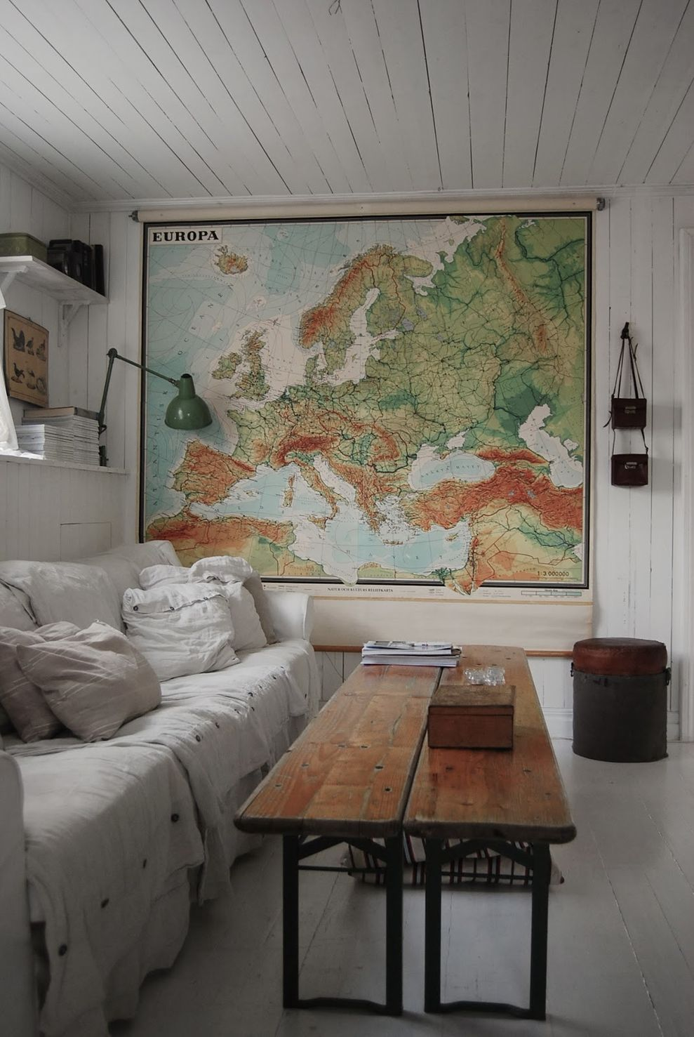 Cool decorating ideas for large living room wall 70