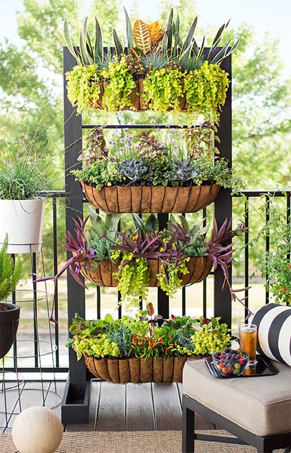 Creative front porch garden design ideas 58