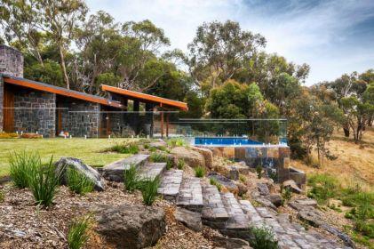Creative garden design ideas for slopes 29