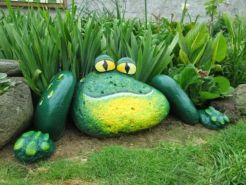 Cute and cool garden art for kids design ideas 47