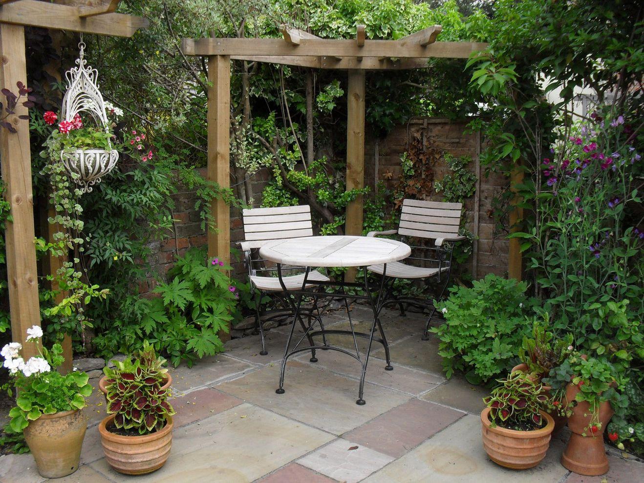 Cute and simple tiny patio garden ideas 14