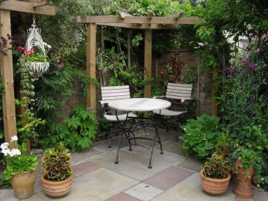 Cute and simple tiny patio garden ideas 14