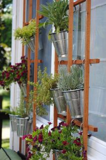 Cute and simple tiny patio garden ideas 23
