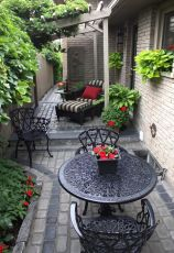 Cute and simple tiny patio garden ideas 25