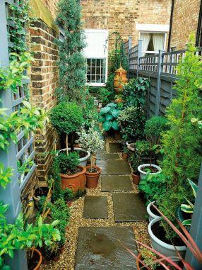 Cute and simple tiny patio garden ideas 34