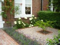 Cute and simple tiny patio garden ideas 48