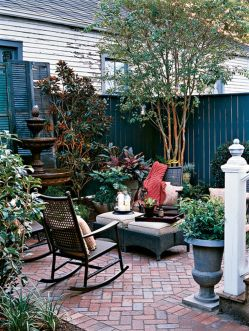 Cute and simple tiny patio garden ideas 56