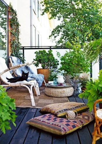 Cute and simple tiny patio garden ideas 59