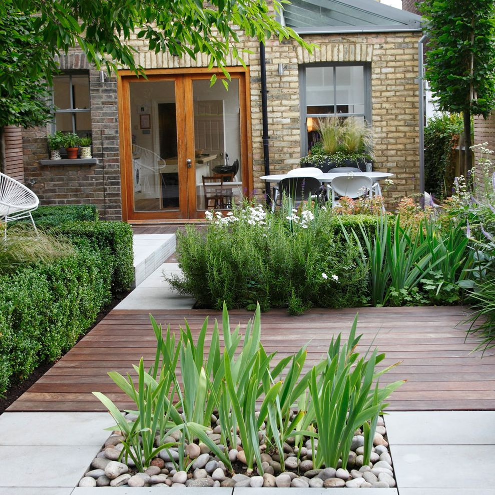 Cute and simple tiny patio garden ideas 64