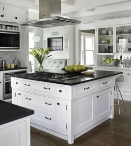 Inspiring black quartz kitchen countertops ideas 11