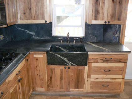 Inspiring black quartz kitchen countertops ideas 17