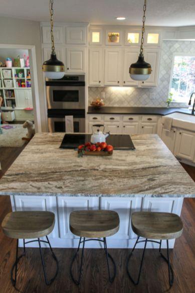 Inspiring black quartz kitchen countertops ideas 18