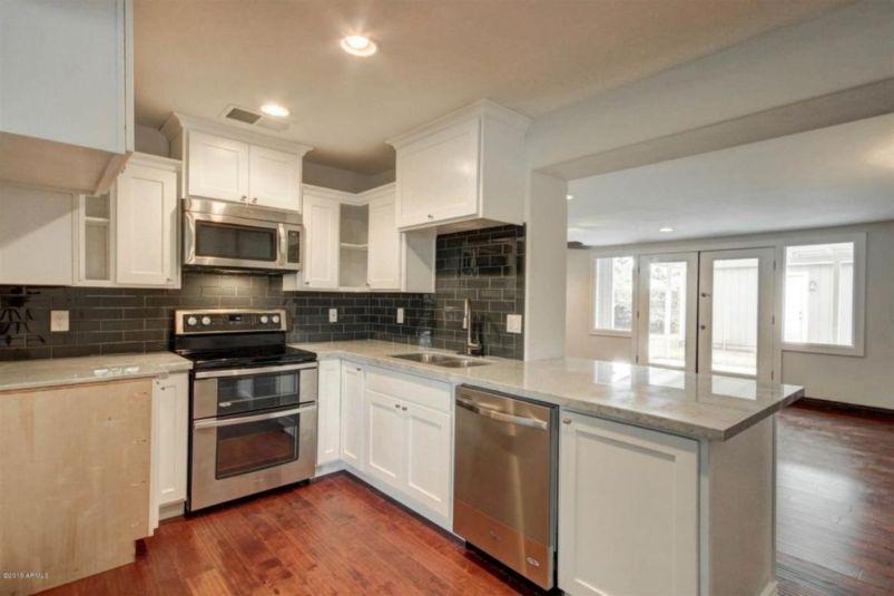 Inspiring black quartz kitchen countertops ideas 38