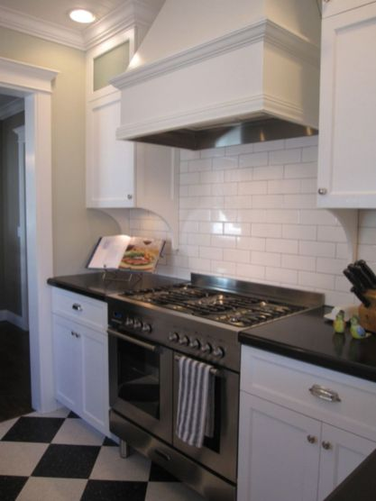 Inspiring black quartz kitchen countertops ideas 55