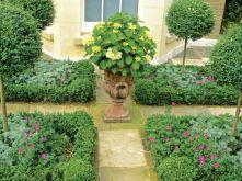 Inspiring small front garden ideas on a budget 32