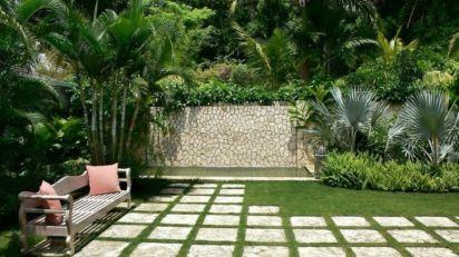 Inspiring small front garden ideas on a budget 38