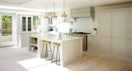 Modern cream painted kitchen cabinets ideas 04