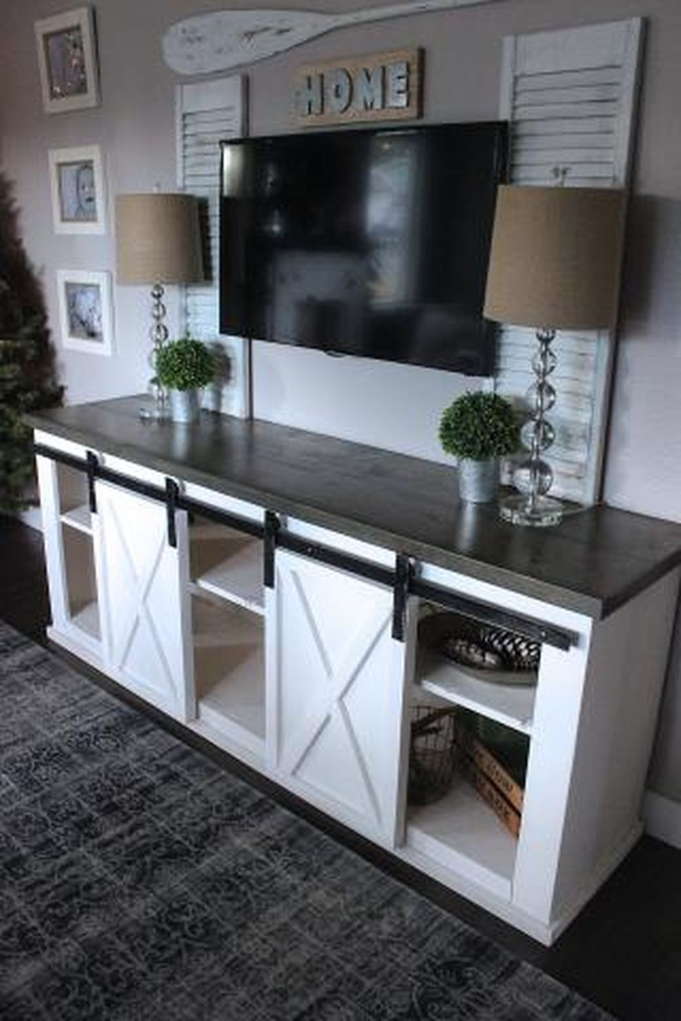 Simple living room design ideas with tv 20 - ROUNDECOR