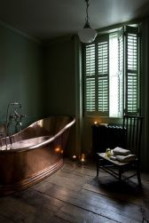 Stylish dark green walls in living room design ideas 01