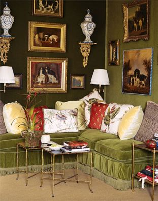 Stylish dark green walls in living room design ideas 34