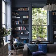 Stylish dark green walls in living room design ideas 49